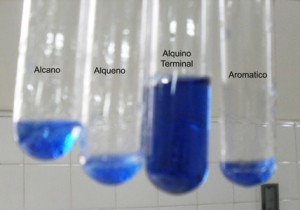 Reacción exclusiva de alquinos terminales frente a cloruro cuproso amoniacal