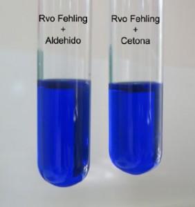 El reactivo de Fehling mezclado con metanal y propanona