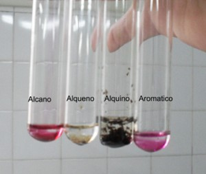 Puede observarse la oxidación selectiva de alquenos y alquinos.